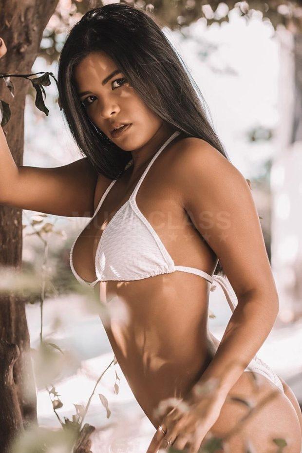 Veja fotos e mais informações de Melany Venezuelana